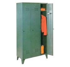 1403 – Guardarropas de tres puertas largas